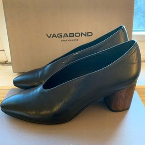 Vagabond Eve Pumps/Black Leather/Euro Size 37 NEW